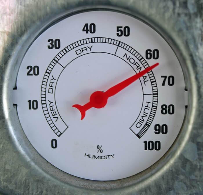 meter measuring relative humidity atmosphere